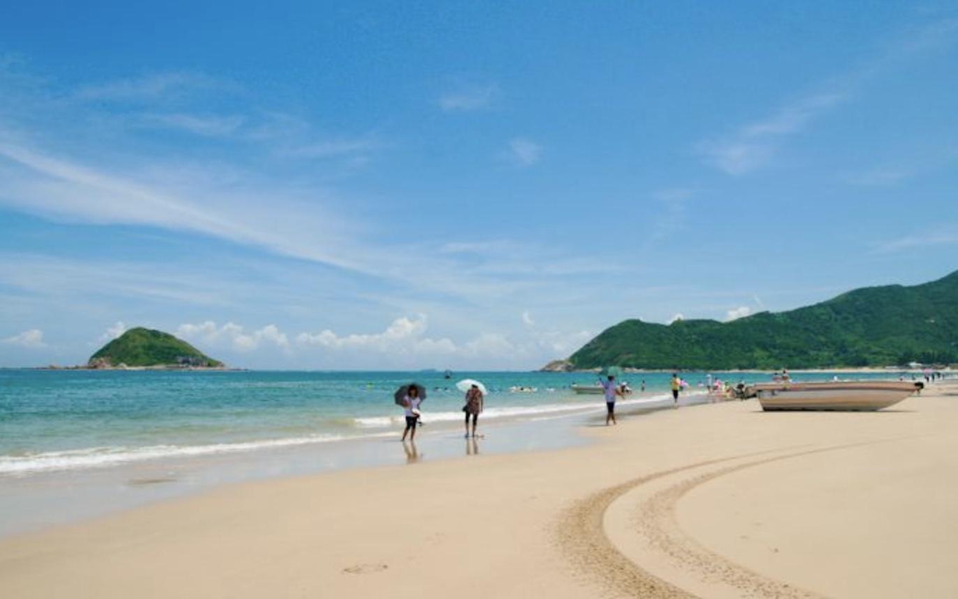 全国深圳冲浪最佳的地点在西冲海滩