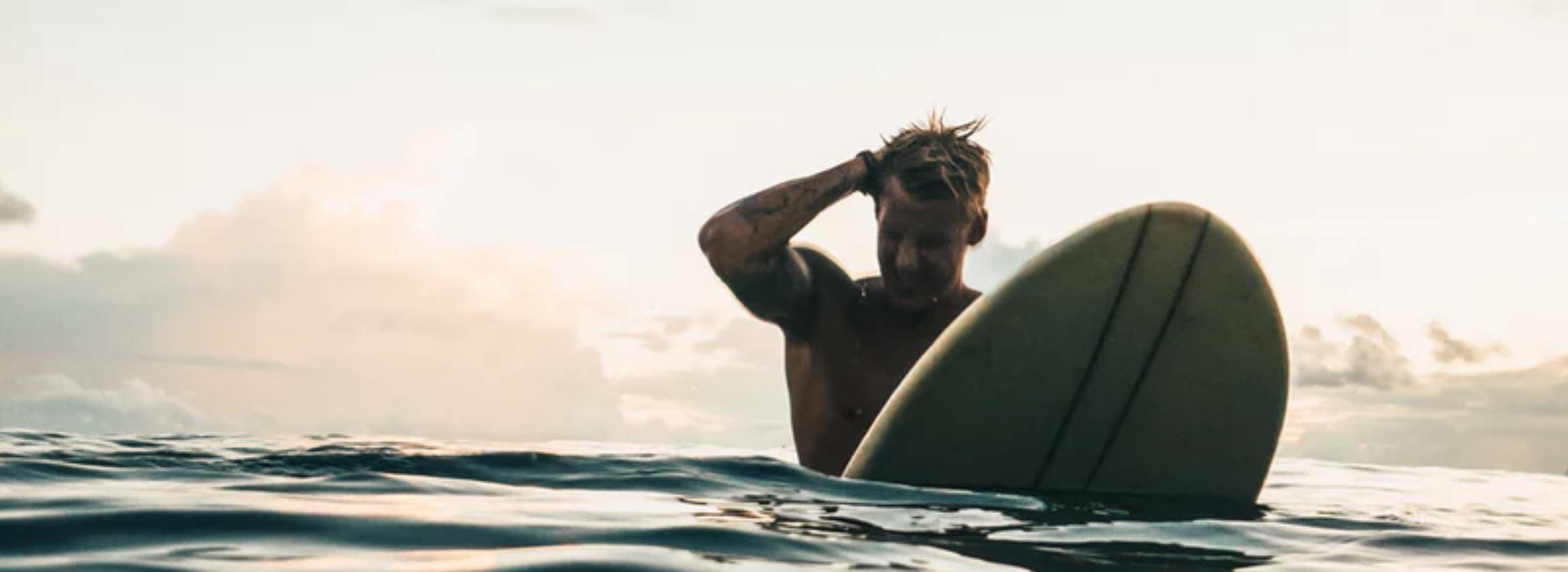 西冲有很多不同级别的浪点,可以找到自己喜欢的海域进行冲浪